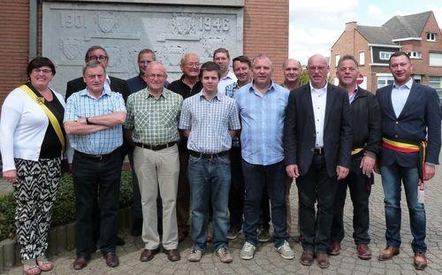 Huldiging voetbal toekomst bunsbeek nieuw en oud bestuur