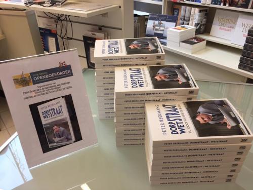 Signeren in Standaard Boekhandel foto 4