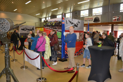 Optocht militaire voertuigen en tentoonstelling WO II 29 april 2 084