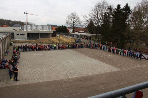 Minuut stilte slachtoffers Brussel school Glabbeek foto 8