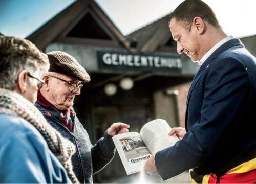 Peter Reekmans campagnefoto Humo aan gemeentehuis