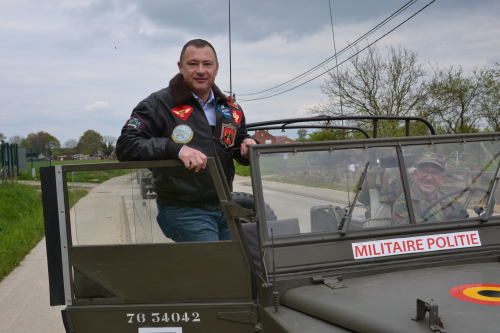 Optocht militaire voertuigen en tentoonstelling WO II 29 april 2 021