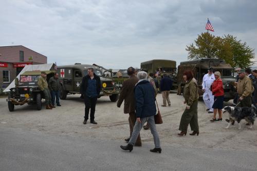 Optocht militaire voertuigen en tentoonstelling WO II 29 april 2 068