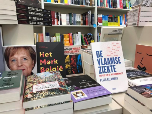Boek in boekenwinkel