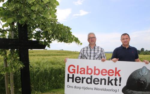 GLABBEEK-glabbeek herdenkt-Ronny Laermans en peter Reekmans aan lindeboom lage resolutie