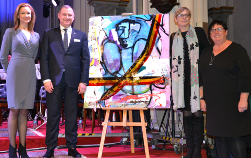 Karin Genoe koopt kunstwerk voor het goede doel