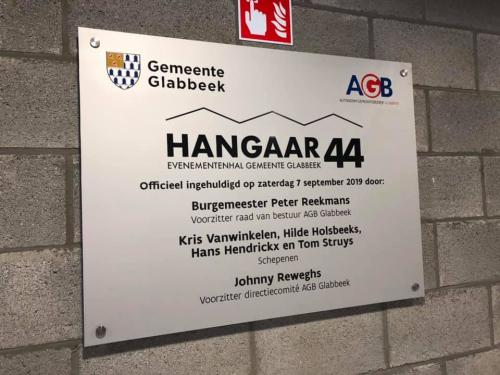 Hangaar 44 openingsbord