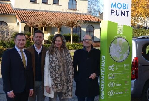 Inhuldiging mobipunt Glabbeek door minister Ben Weyts