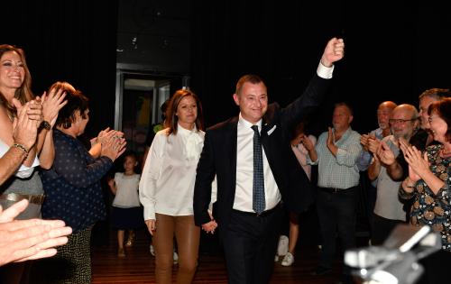 Aankomst burgemeester op avond gemeenteraadsverkiezingen