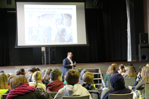 Glabbeek Herdenkt voor scholen foto 2