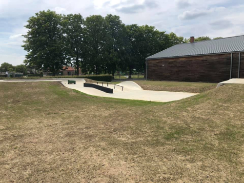 Skatepark nieuw gras