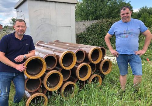 Burgemeester Peter Reekmans en eerste schepen Kris Vanwinkelen rioleringswerken