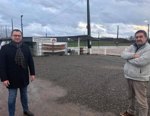 Foto terrein Gunningenruiters burgemeester Peter Reekmans en sportschepen Hans Hendrickx