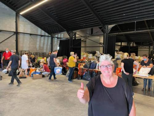 Schepen Hilde Holsbeek coördineert het inzamelcentrum Glabbeek Helpt